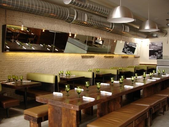 ترکیب رنگ سبز و قهوه ای رستوران