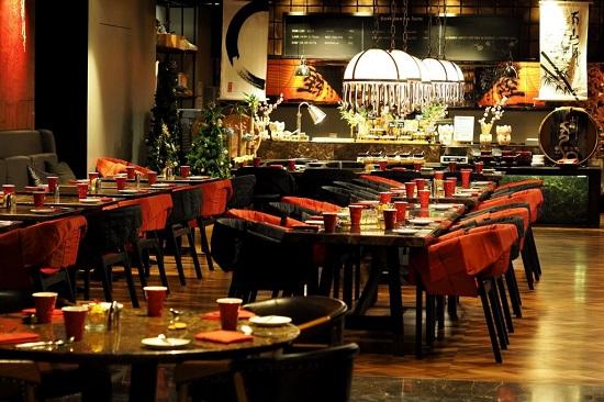 ترکیب رنگ قهوه ای و قرمز رستوران
