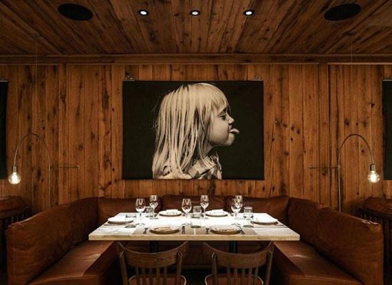 دکوراسیون رستوران کلاسیک چوبی