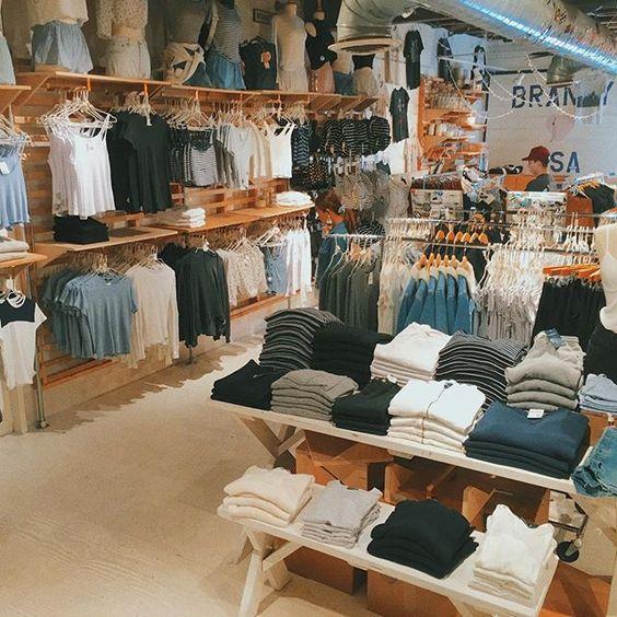 دکوراسیون چوبی مغازه کوچک
