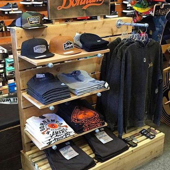 قفسه چوبی مغازه