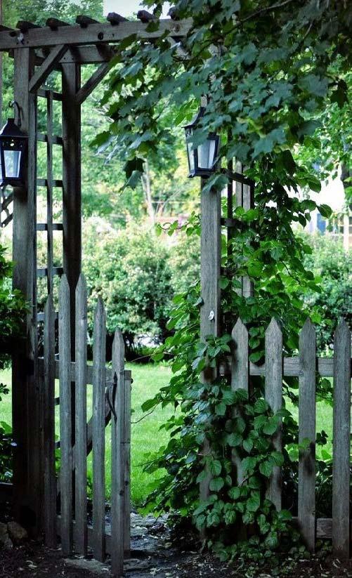 ورودی باغ پرگولا